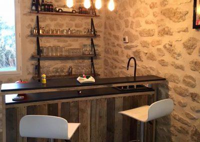Comptoir bar en bois brut