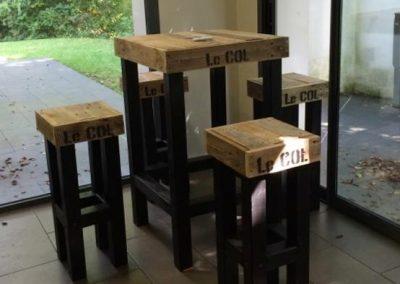 Ensemble table haute et tabourets