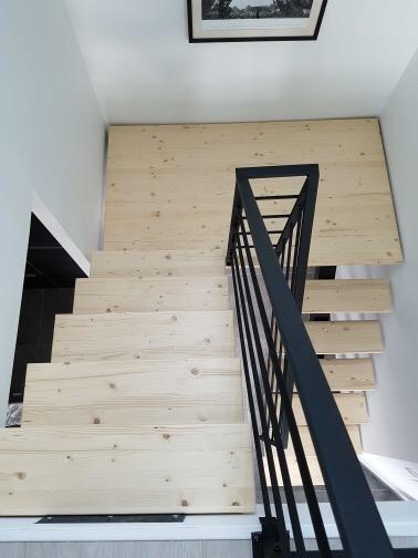 Escalier et pallier sur mesure en bois et métal