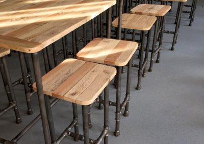 Halle Créative de Saint Jean de Luz - Tables hautes et tabourets bois/tuyauterie