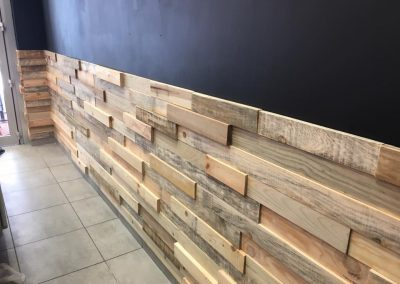 Meubles sur mesure professionnels Restaurants - Habillage mur bois 3D Txantxangorriak 2