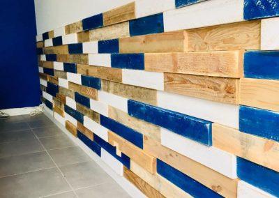Habillage de mur en bois sur mesure pour professionnels commerce magasin - Foch immobilier Bayonne