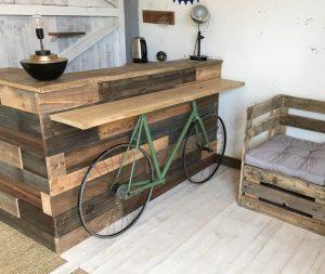 Lilou in the Wood - Création bois Atelier Showroom - Console plateau chêne support vélo